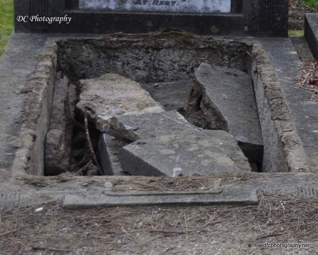burial-mishap_4290a