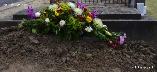 burial-mishap_4291